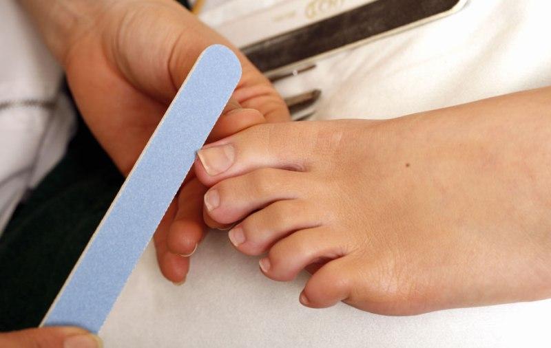 Как лечить нарыв на пальце около ногтя