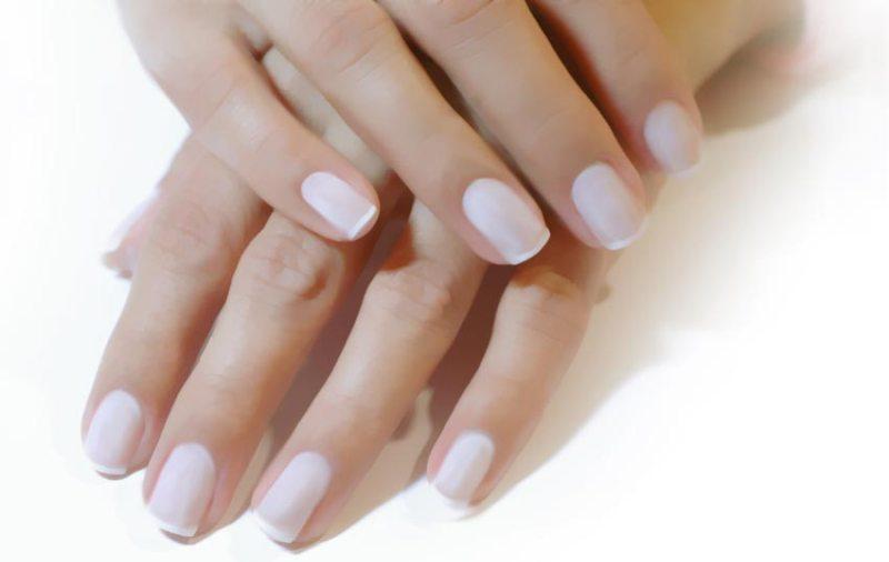 Ухоженные короткие ногти
