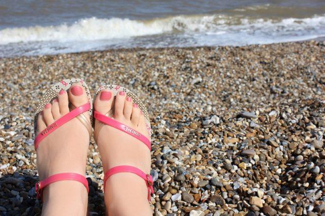 Обувь на пляже